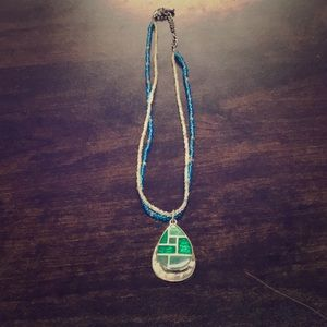 BLUE&WHITE BEADED NECKLACE/ SILVER&GREEN PENDANTS